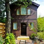 บ้านคอทเทจสองชั้น ออกแบบภายในสไตล์ลอฟท์ ภายใต้โทนสีขาวเรียบๆ