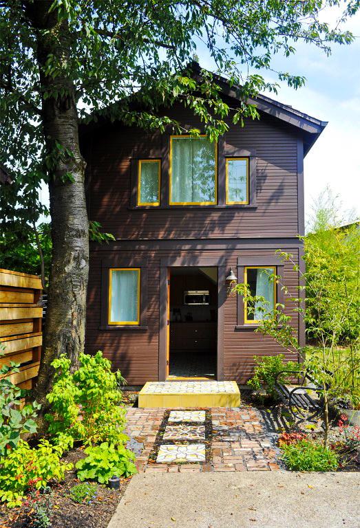 black-2-story-loft-cottage (1)