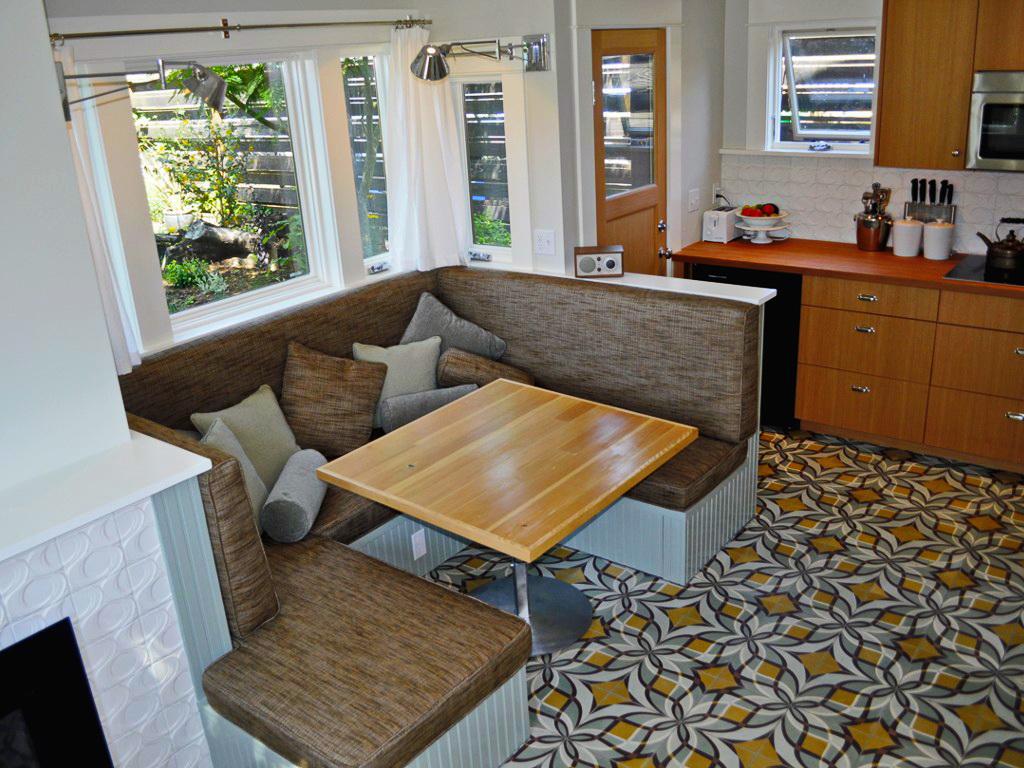 black-2-story-loft-cottage (10)
