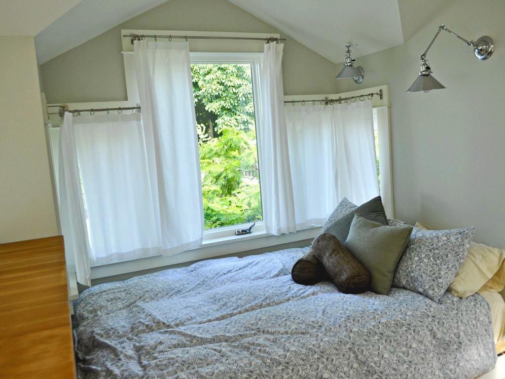 black-2-story-loft-cottage (18)