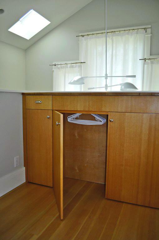 black-2-story-loft-cottage (19)