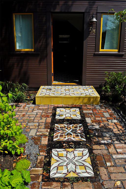 black-2-story-loft-cottage (3)