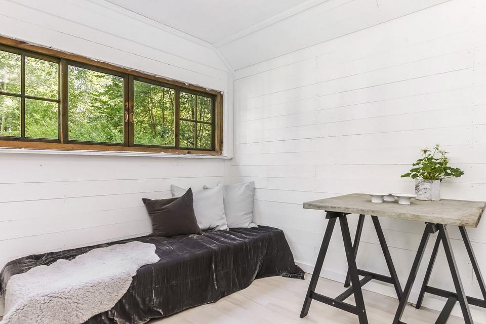 black cabin loft house (14)