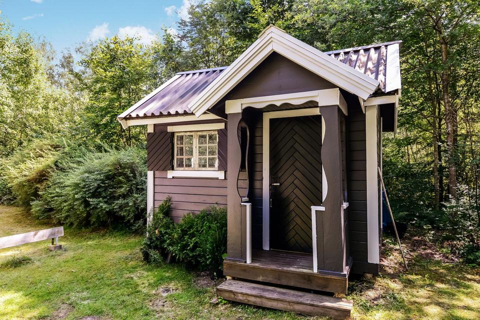 black cabin loft house (6)