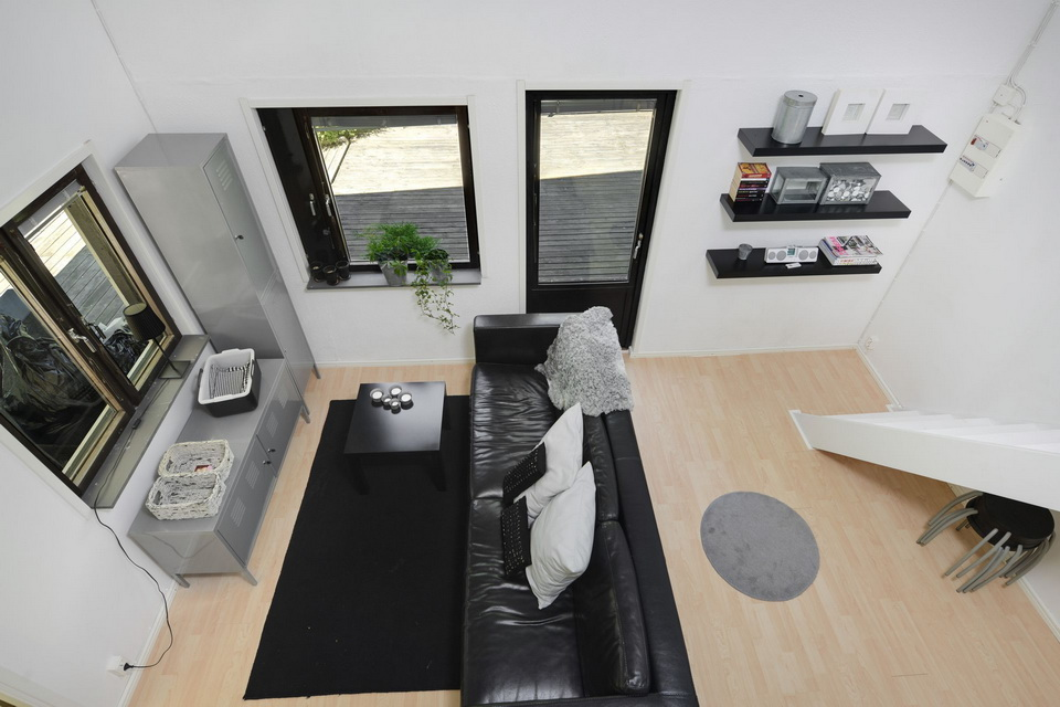 black cabin loft house (9)
