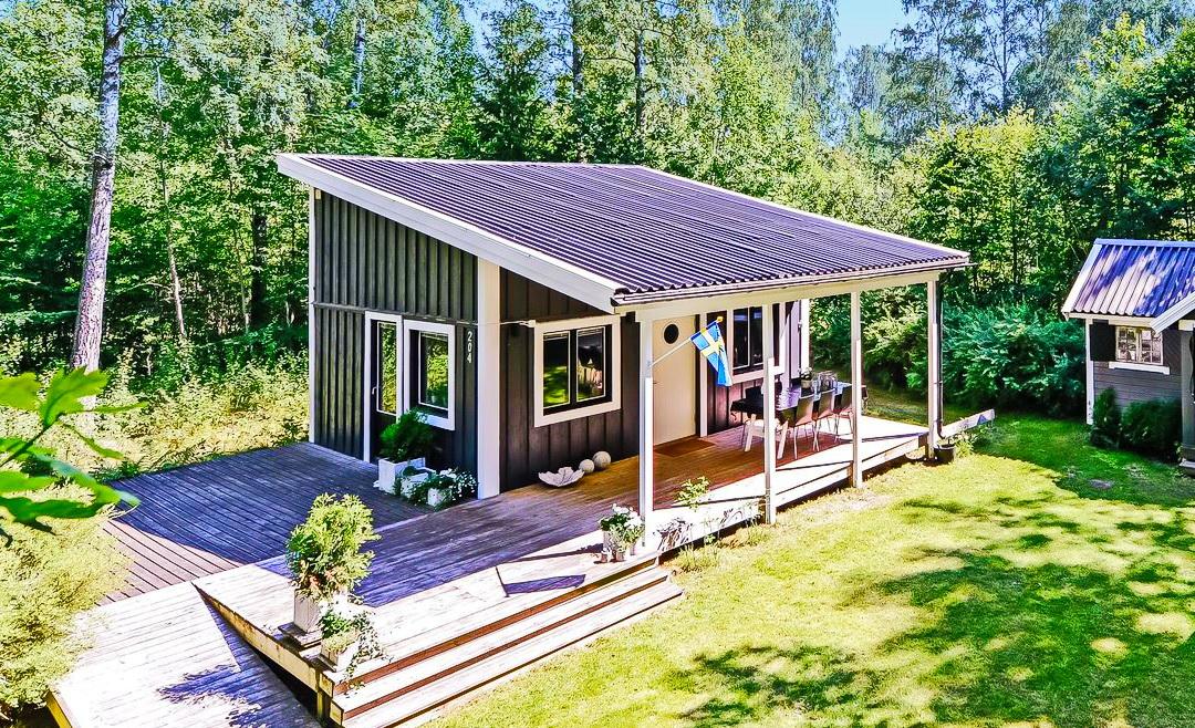 black cabin loft houseblack cabin loft house