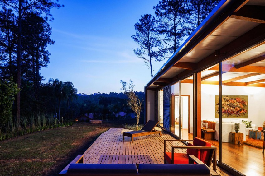 blue-modern-retreat-in-peaceful-forest (15)