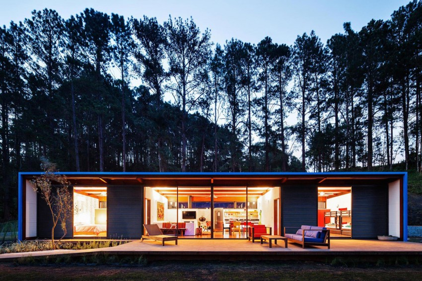 blue-modern-retreat-in-peaceful-forest (16)