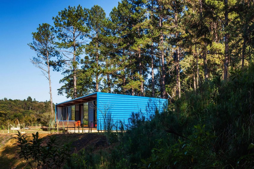 blue-modern-retreat-in-peaceful-forest (2)
