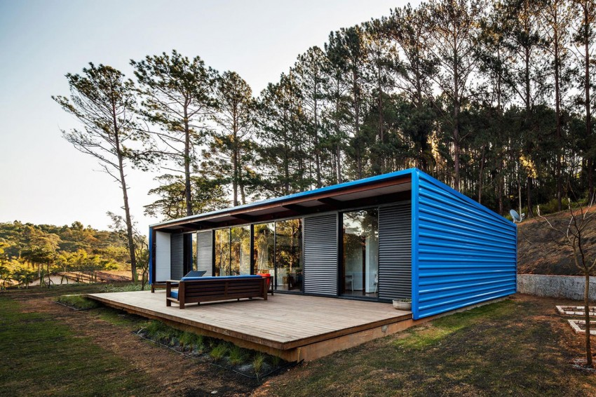 blue-modern-retreat-in-peaceful-forest (4)