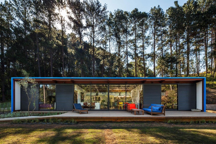 blue-modern-retreat-in-peaceful-forest (5)