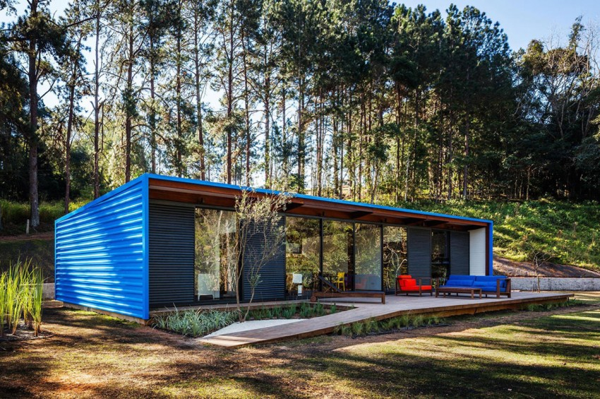 blue-modern-retreat-in-peaceful-forest (6)