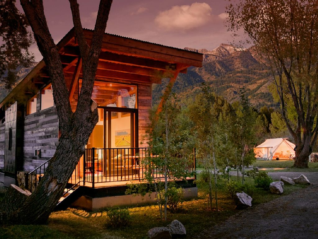 cabin-retreat-with-mountain-view (1)