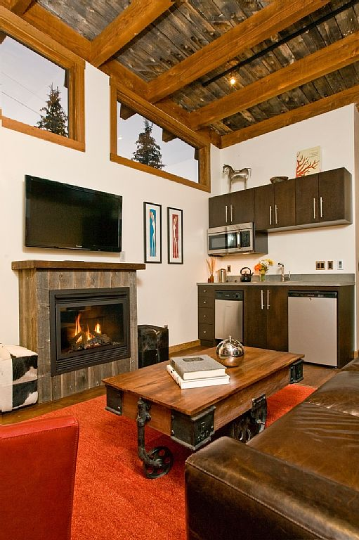 cabin-retreat-with-mountain-view (4)