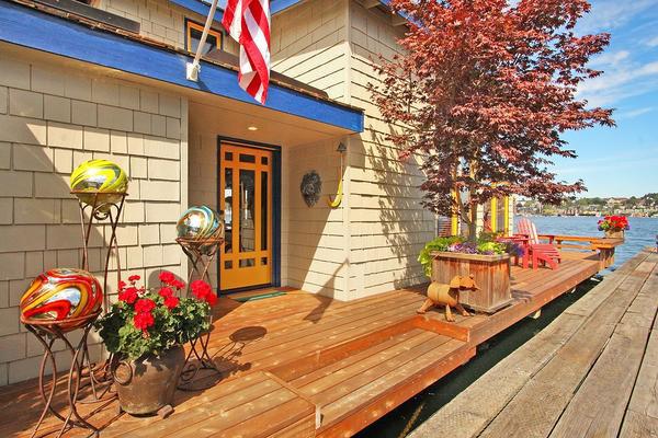 charming-classic-houseboat (2)