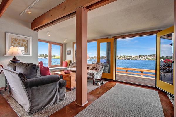 charming-classic-houseboat (3)