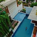 บ้านกลางเมือง ก็หรูแบบรีสอร์ทริมทะเลได้ พร้อมด้วยสระว่ายน้ำลอยฟ้า
