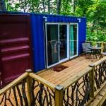 บ้านกลางป่าแนวใหม่ สร้างจากตู้คอนเทนเนอร์ ตกแต่งภายในด้วยงานไม้คลาสสิค
