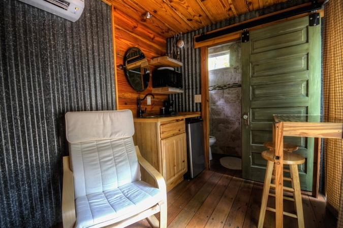containter-cabin-in-forest (2)