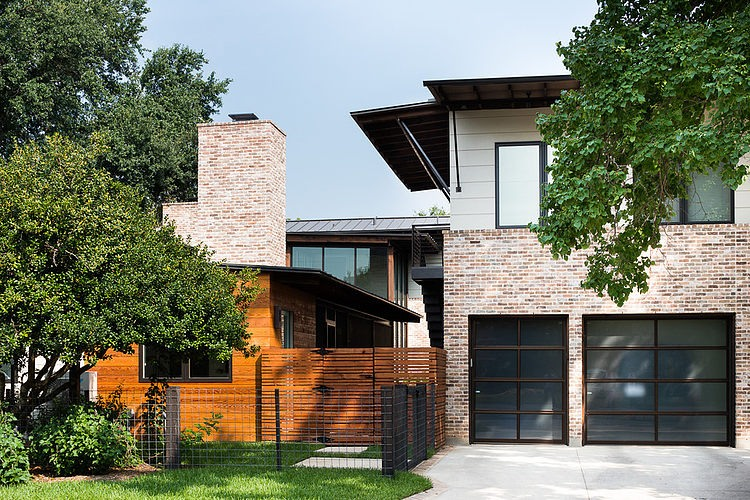 contemporary-mixed-single-family-residence (12)