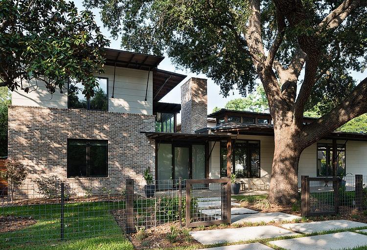 contemporary-mixed-single-family-residence (13)