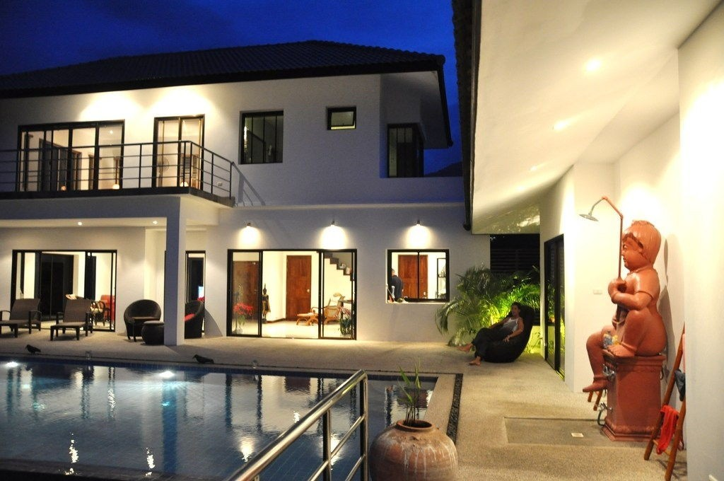 contemporary villa with swimming pool (7)