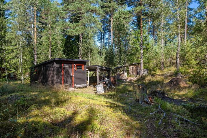 cozy-black-cottage (25)