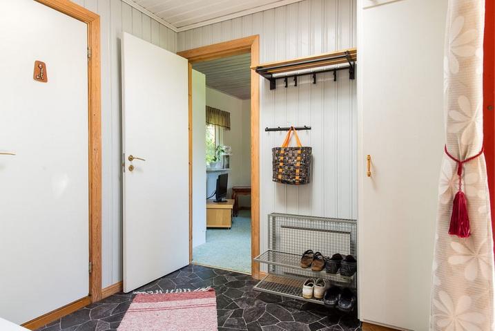 cozy-black-cottage (3)