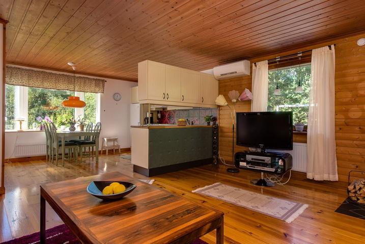 cozy-black-cottage (7)