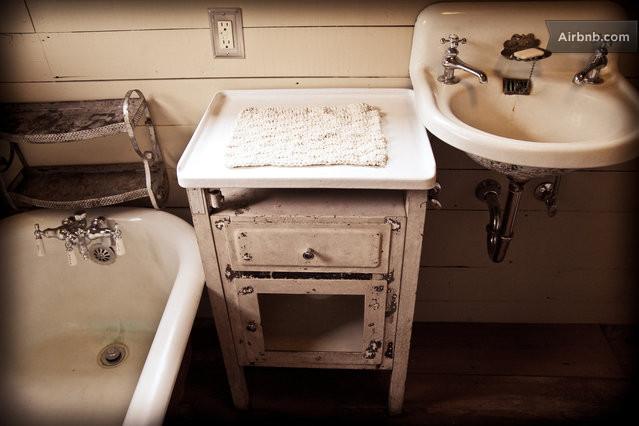 cozy cabin residence (5)