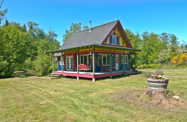 cozy-colorful-family-house (1)
