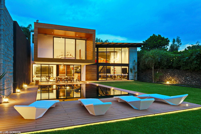 cozy modern house with swimming pool (1)
