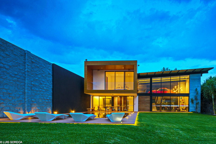cozy modern house with swimming pool (4)