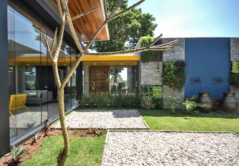 deattached modern residence in brazil_04