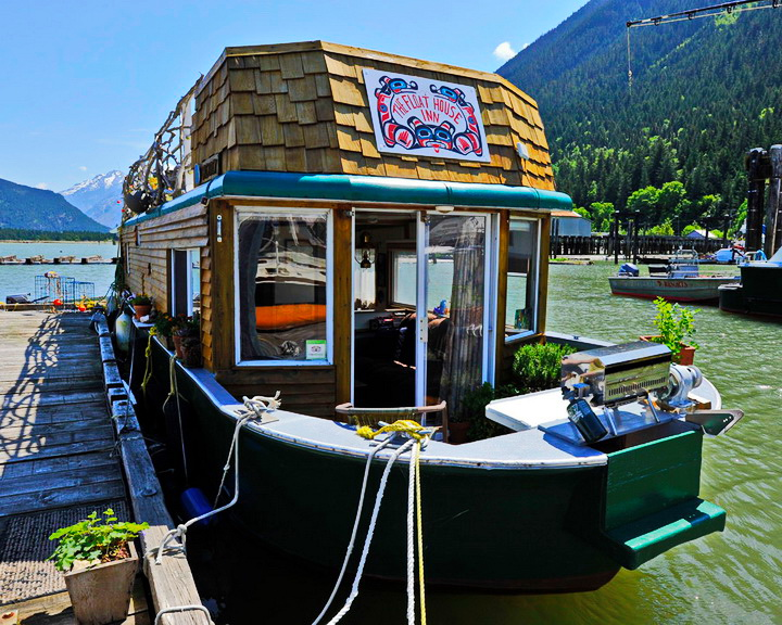 floating-boathouse-hotel-1