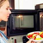 วิธีทำความสะอาดกลิ่นอาหารในไมโครเวฟง่ายๆด้วยน้ำส้มสายชู