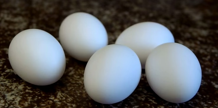how-to-scramble-eggs-inside-their-shells (2)