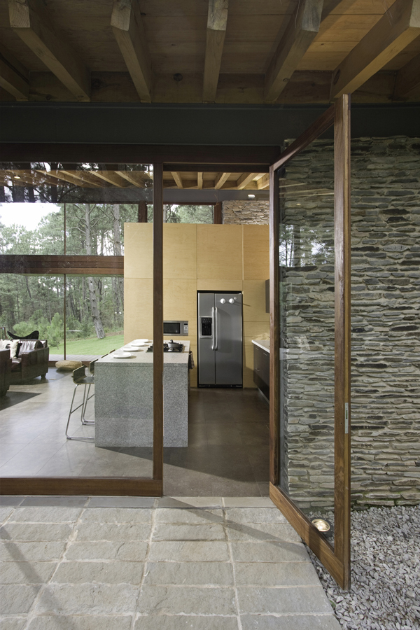 modern-country-wooden-decorated-house (9)