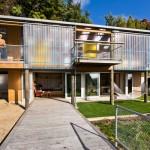 บ้านพักตากอากาศริมเขา ตกแต่งด้วยศิลปะแบบผสมผสาน ก่อสร้างด้วยวัสดุแบบอนุรักษ์พลังงาน