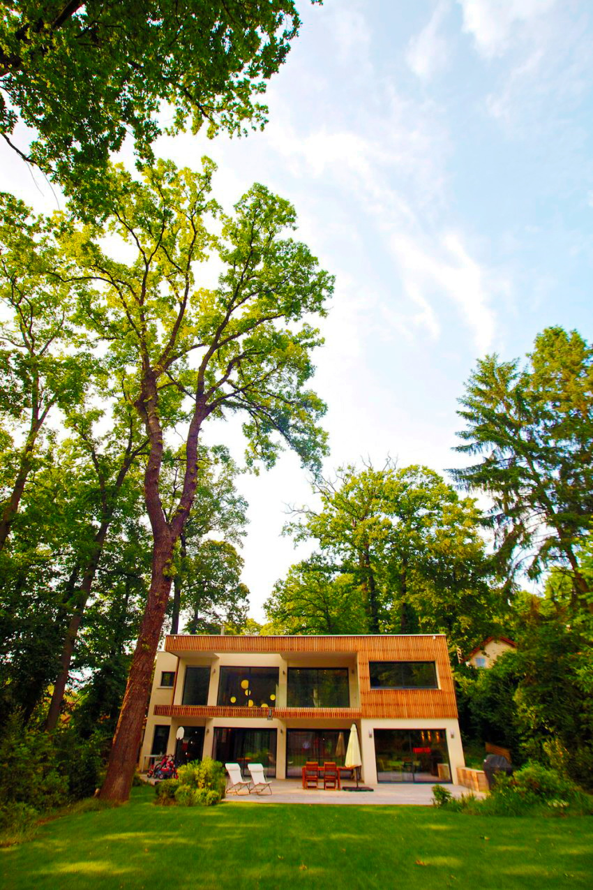 modern-wooden-eco-house-in-forest-1