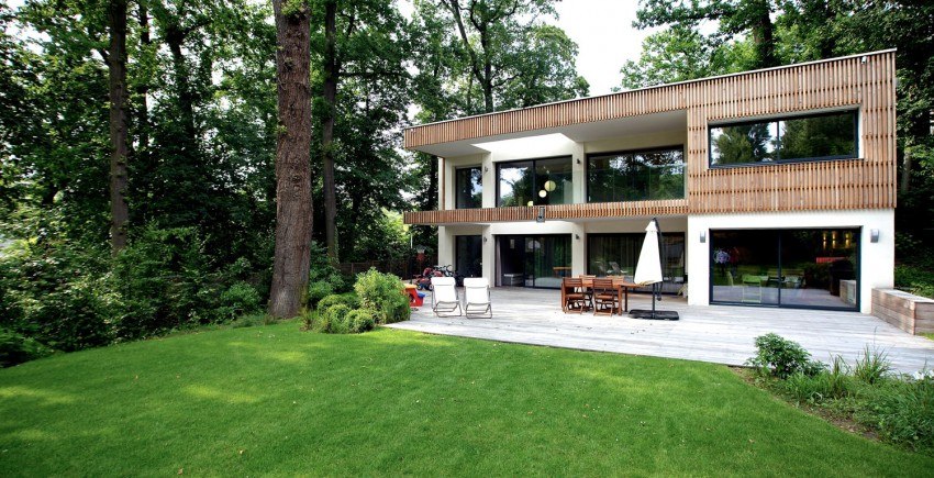 modern-wooden-eco-house-in-forest (2)
