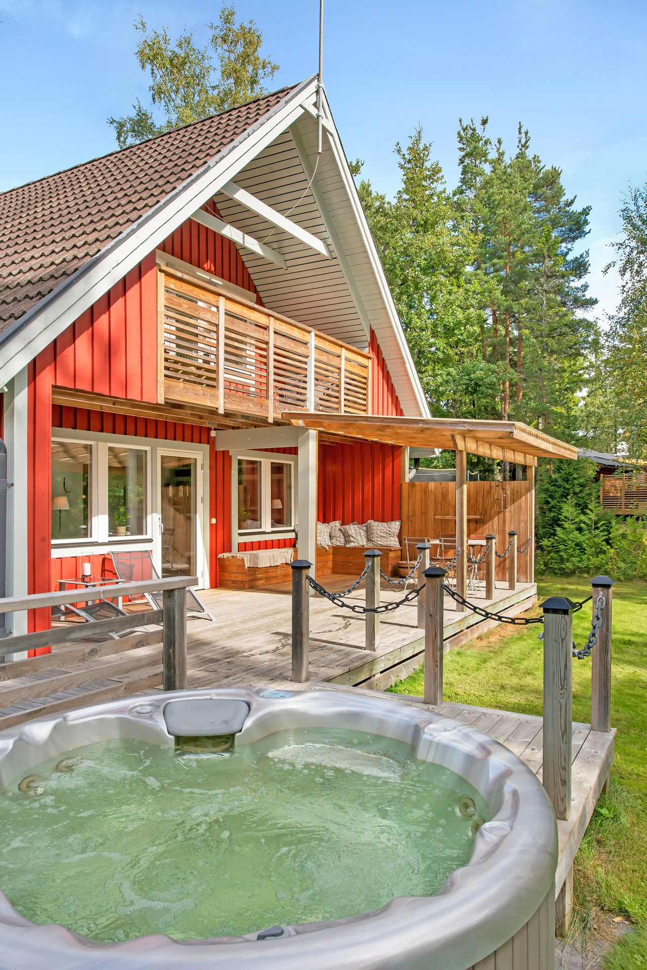 red cottage with relaxing atmosphere (21)