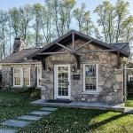 บ้านพักผ่อนสไตล์คันทรี ออกแบบสร้างด้วยหิน เสริมความทันสมัย ผสมผสานกับธรรมชาติอย่างลงตัว