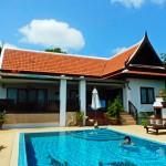 บ้านร่วมสมัยแบบไทยเดิม ด้วยทรงหน้าจั่วกับการตกแต่งที่เรียบหรูและทันสมัย