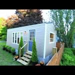 บ้านไม้เคลื่อนที่ได้ ขนาดเล็กกะทัดรัด กับการตกแต่งที่สวยเกินคาด