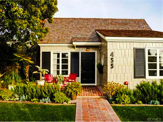 white-cozy-cottage-for-family-1