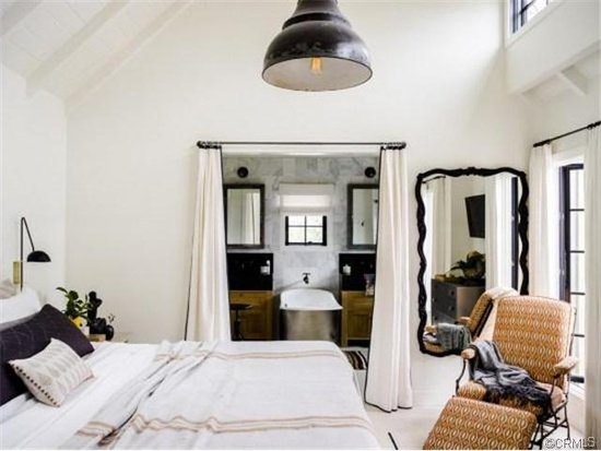 white cozy cottage for family (9)