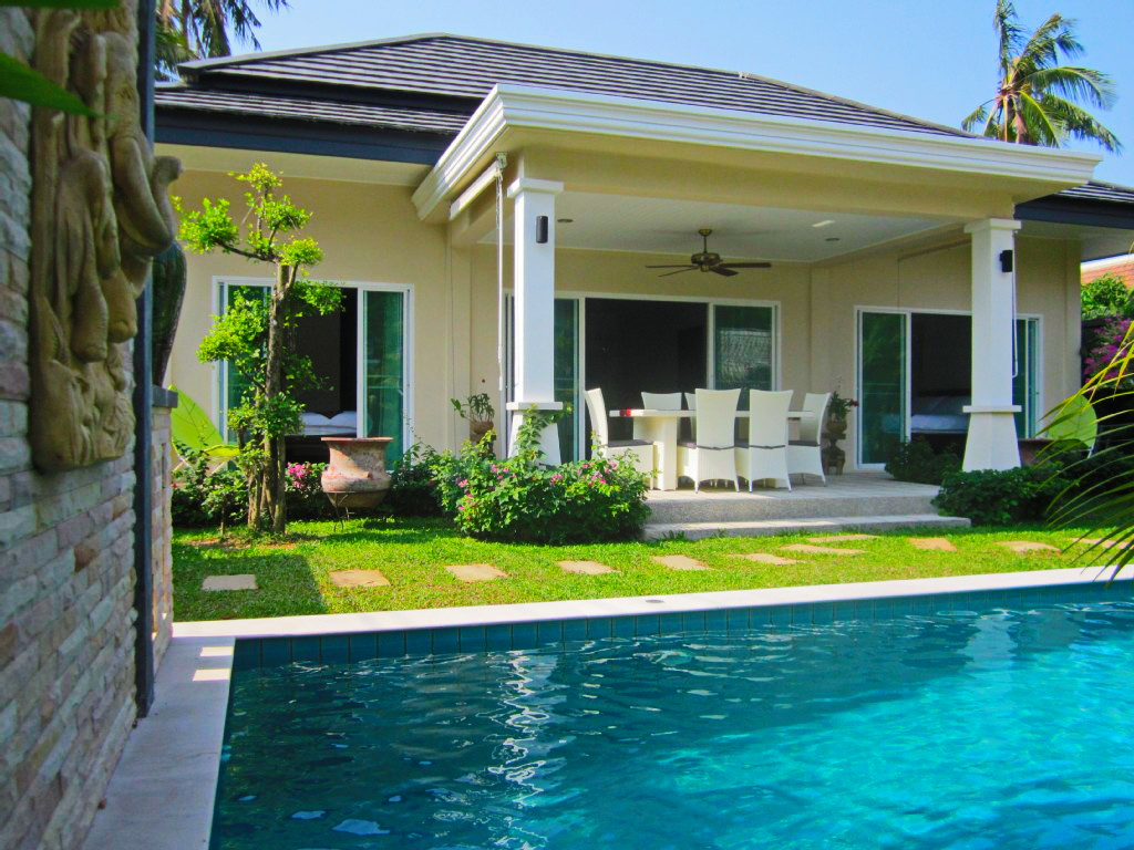 white-elegant-plain-contemporary-house-with-pooll (1)