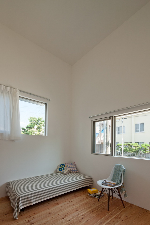 white loft apartment (13)