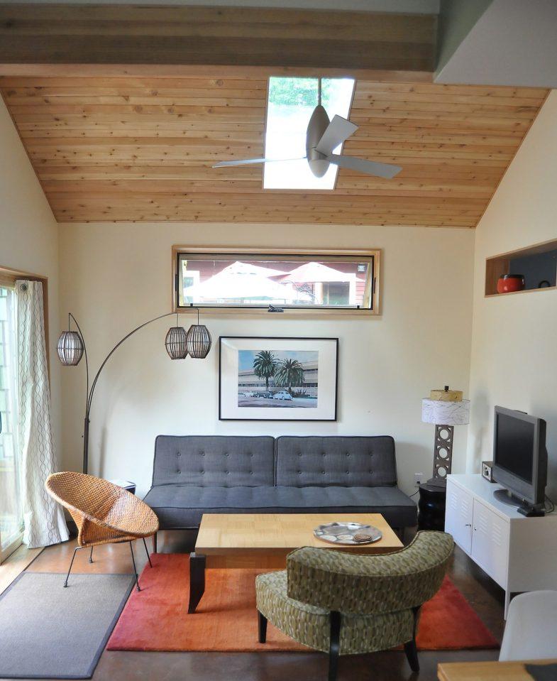 yellow cozy cottage (10)